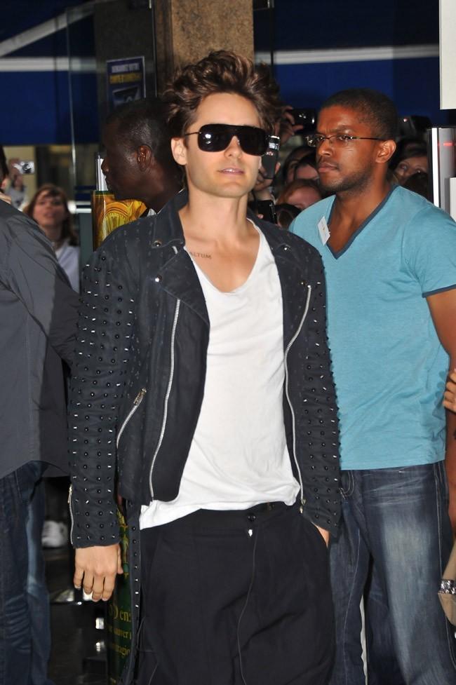 Le look dans son ensemble. Jared n'a rien à envier aux martiens...
