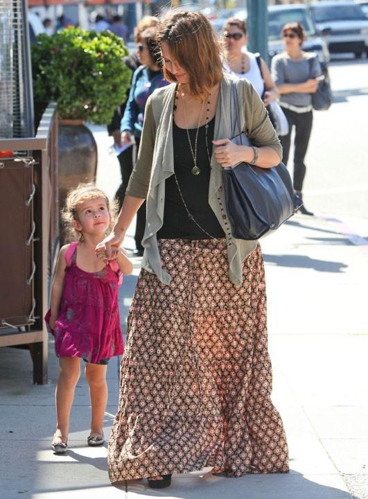 Jessica Alba et sa fille Honor en virée à Beverly Hills, le 10 mars 2011.