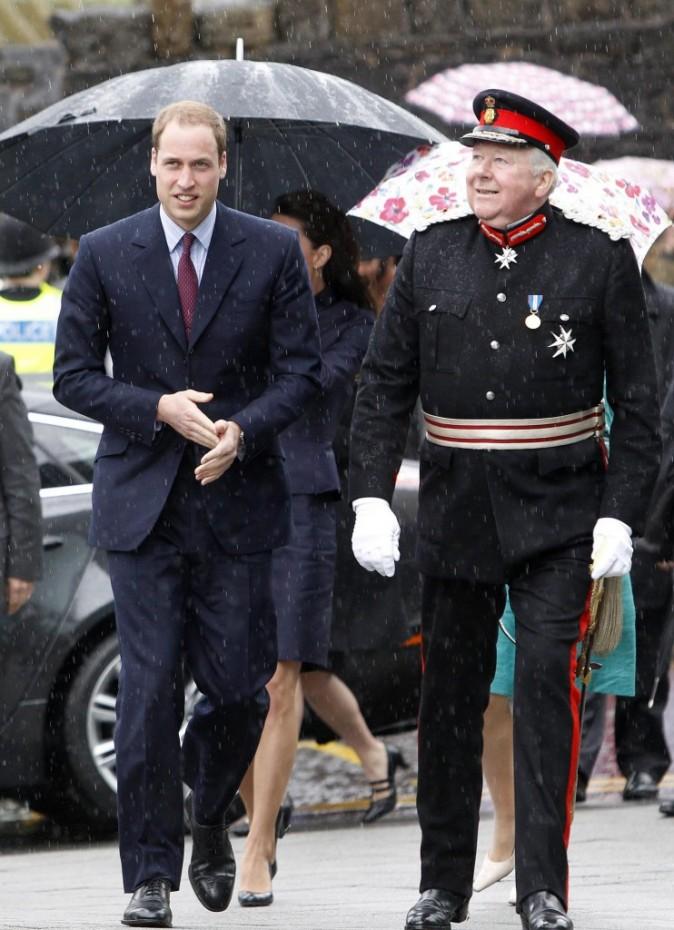 Le Prince William dans la ville de Darwen dans le Lancashire, le 11 avril 2011.