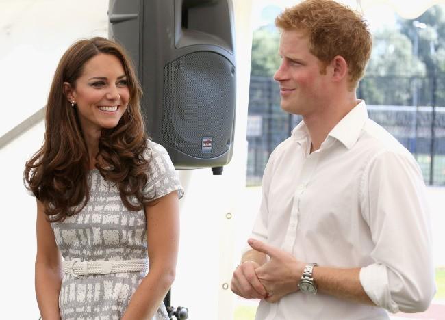 Kate Middleton et le prince Harry au Bacon's College à Londres, le 26 juillet 2012.