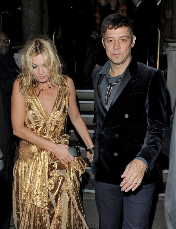 Kate Moss et son mari Jamie Hince sortant du 50 St James à Londres, le 15 novembre 2012.