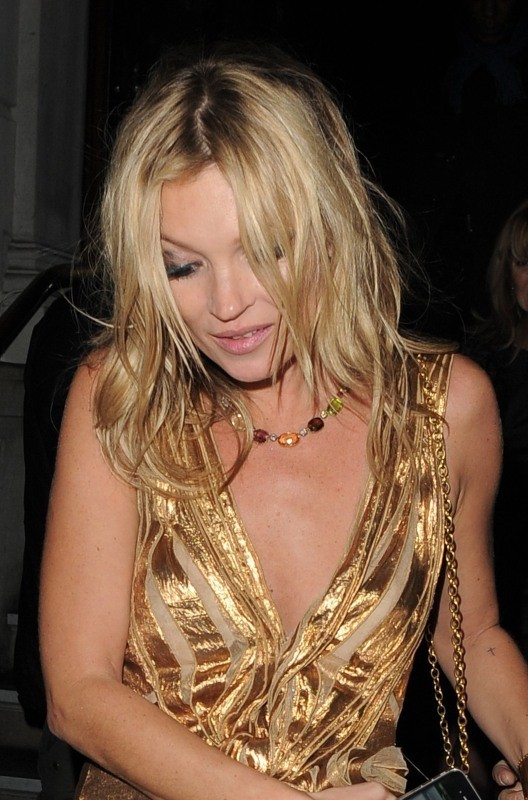 Kate Moss sortant du 50 St James à Londres, le 15 novembre 2012.