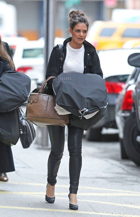 Katie Holmes rayonnante à New York, le 15 mars 2011 !