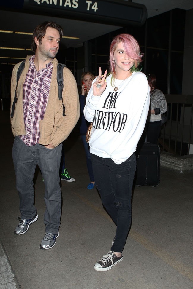 Ke$ha à l'aéroport de Los Angeles le 6 mars 2014