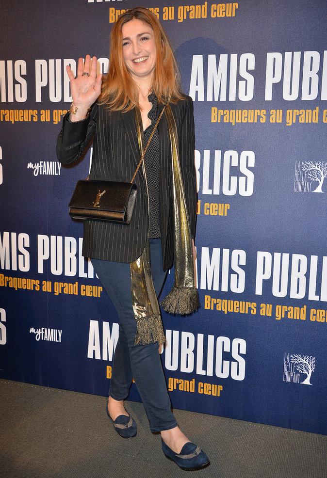 Julie Gayet s'éclate à l'avant-première du film Amis Publics