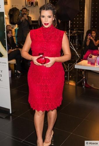 Kim Kardashian en rouge passion !