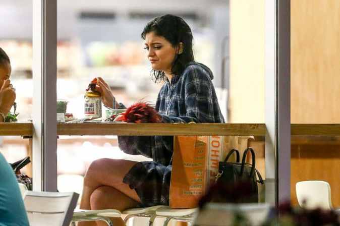Kylie Jenner : alors que Kim bronze au mexique, la belle prend du bon temps avec sa bande d'amis !