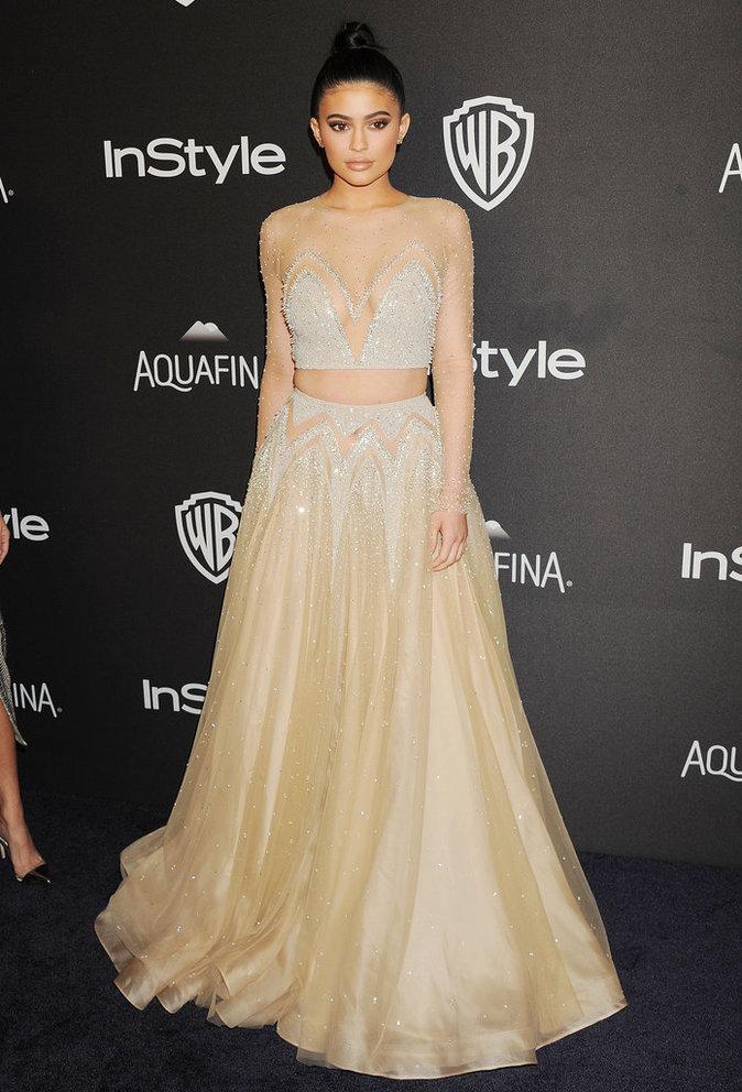 Kylie Jenner a opté pour une robe deux pièces pailletée