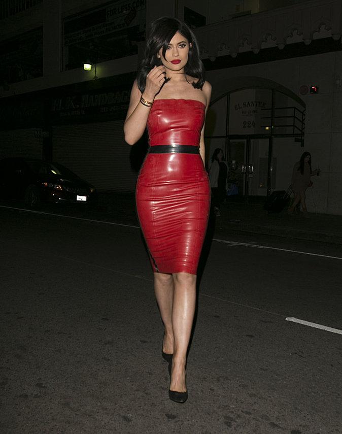 Kylie Jenner : torride et sexy, le rouge lui va si bien...