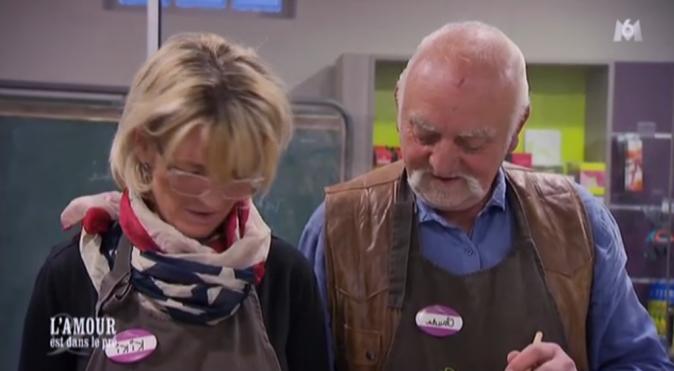 Claude fait tandem avec Cathy pour le cours de cuisine
