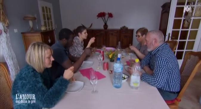 On entend les mouches voler lors du déjeuner de Florent et ses prétendantes avec ses parents !