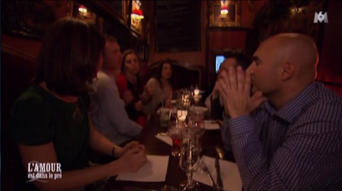 Karine emmène Franck dîner au resto avec ses amis !