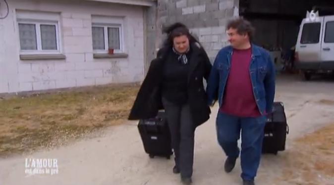 Michel accompagne Sandrine à sa voiture