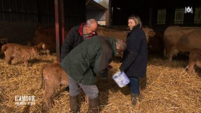 Alain, qui s'est vanté d'un don de guérisseur, fait des incantations pour soigner un petit veau malade