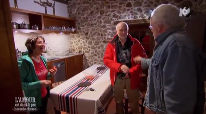 Bernard arrive à son tour chez Jeanne