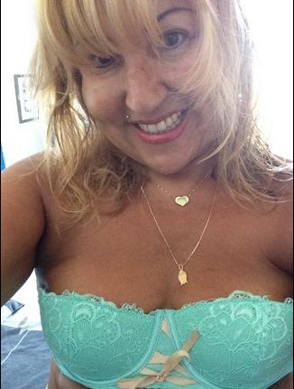 Photos : L'amour est dans le pré : une ex-candidate pose en lingerie sexy !