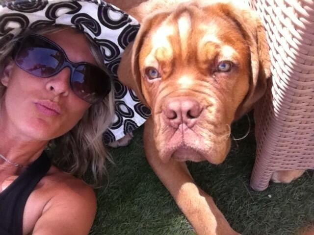 Eve Angeli et son dogue de Bordeaux