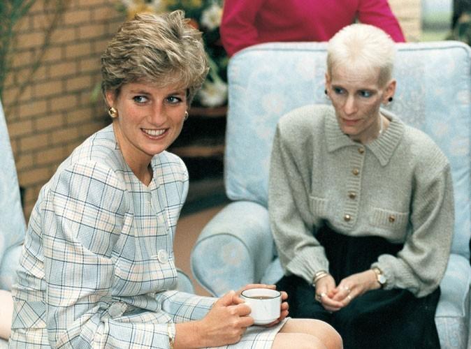 Photos : Lady Diana prend le thé avec une femme atteinte du Sida, en 1991