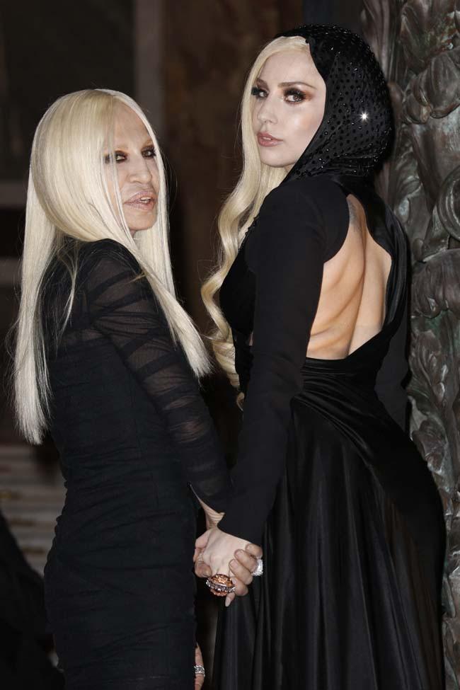 Elle pourrait être la fille de Donatella Versace !