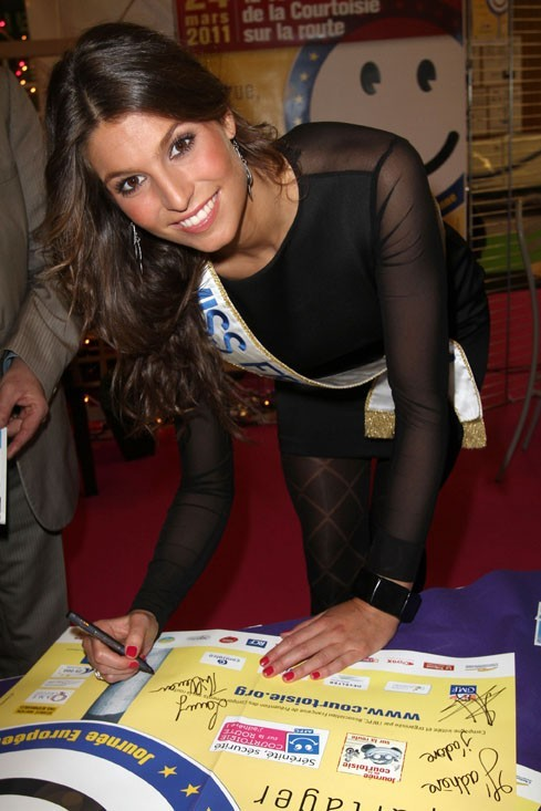 Laury Thilleman au Salon du Cabriolet, le 27 mars 2011 à Paris.