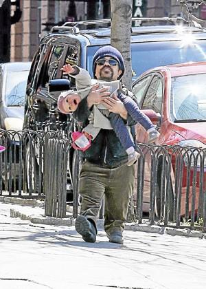 New York 21/04/2013 : Peter Dinklage : Quel grand père !