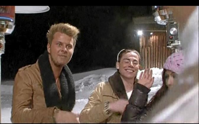 """""""Vous êtes serveuses toutes les deux ?"""" """"Lui, c'est le Dj. Et dans le spa, ce sont les serveuses."""""""