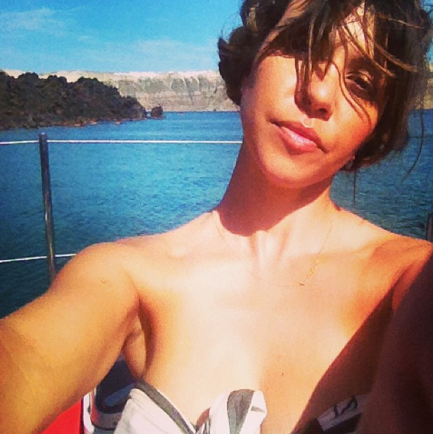 Kourtney prend un bain de soleil