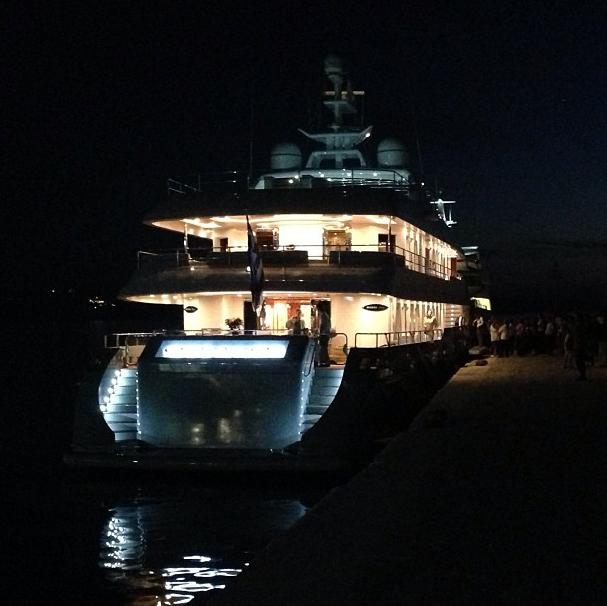 Le yacht de la famille la nuit !