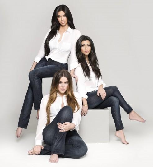 Les soeurs Kardashian pour leur ligne de jeans Kardashian Kollection denim.