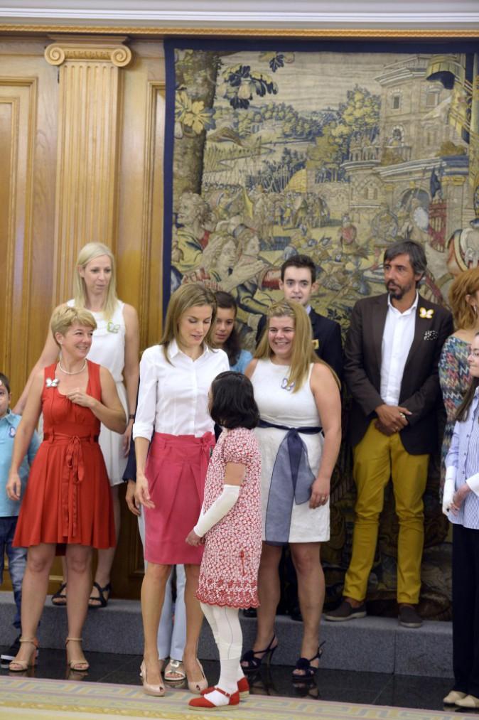 etizia d'Espagne reçoit le 28 juillet des membres de l'association Butterfly Skin et de jeunes malades atteints d'épidermolyse bulleuse