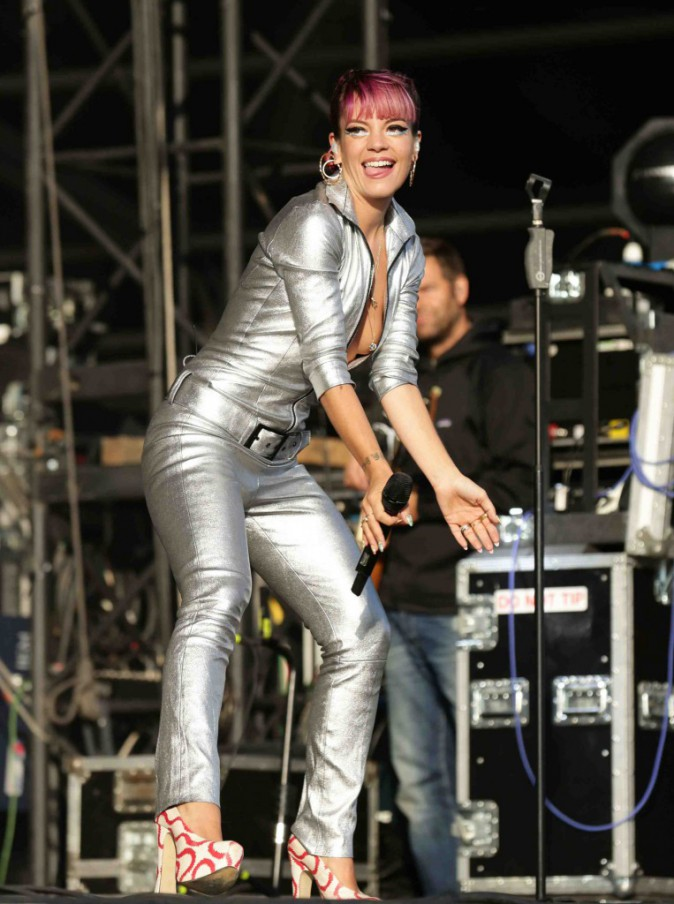 Lily Allen : alerte aux boobs au V Festival !