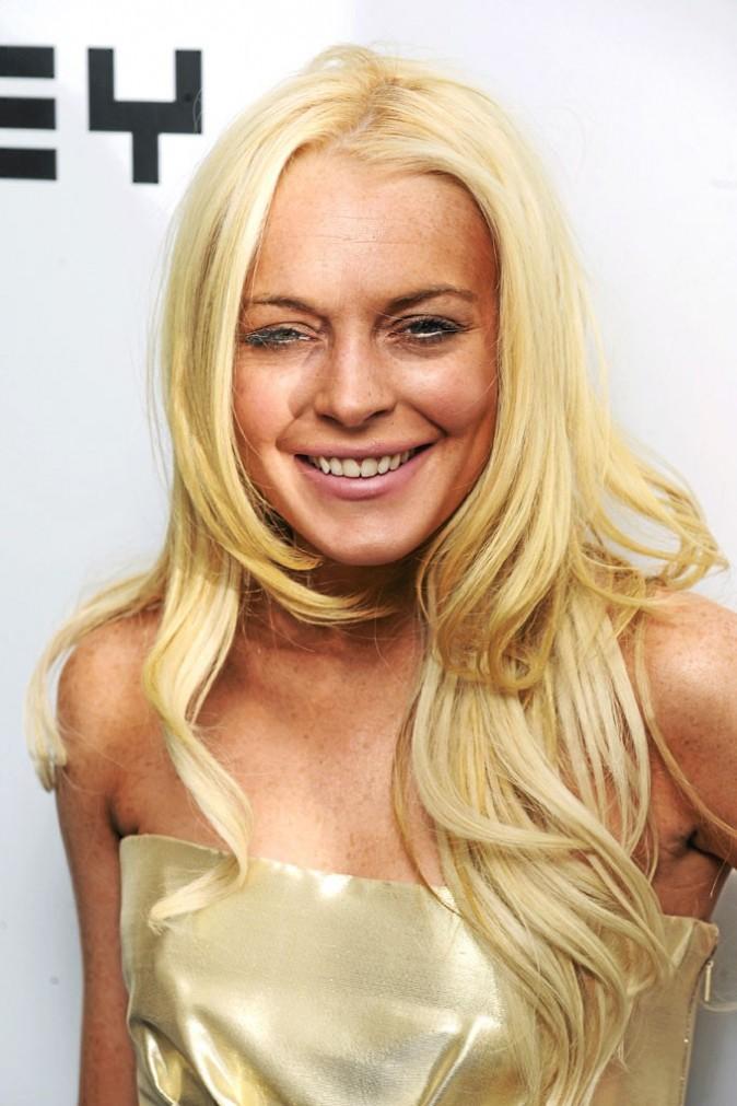 2008 : Lindsay tombe amoureuse de Samantha Ronson et sombre dans les drogues dures.