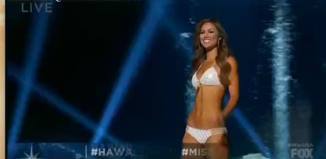 Miss Hawaii a créé une émeute dans la salle à son apparition dans son maillot!