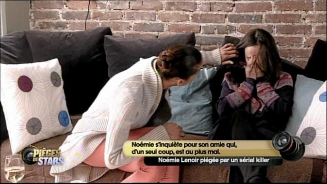 A : Oh là là, j'ai très mal à la tête ! N. L. : Ça va, Asmaa ? Qu'est-ce qui t'arrive ?