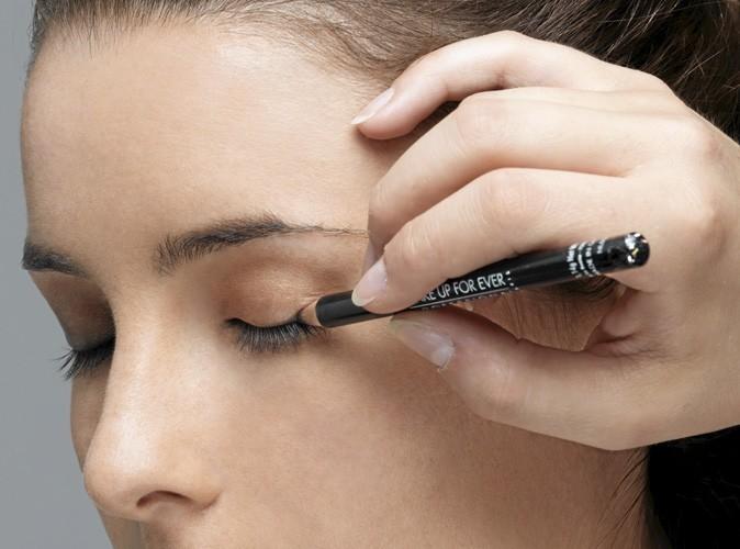 Etape 2 du make up ballerine : Regard dessiné