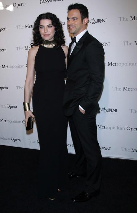 Julianne Margulies et keith Lieberthal lors de la première de l'opéra de Rossini, Le Comte Ory, au Metropolitan Opera House à New York, le 24 mars 2011.