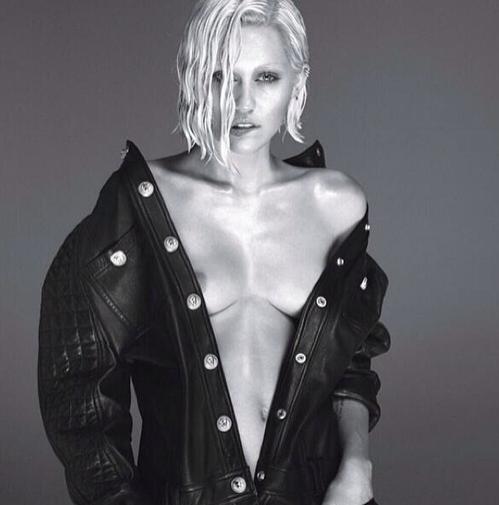 Miley Cyrus : poitrine à l'air pour W Magazine !