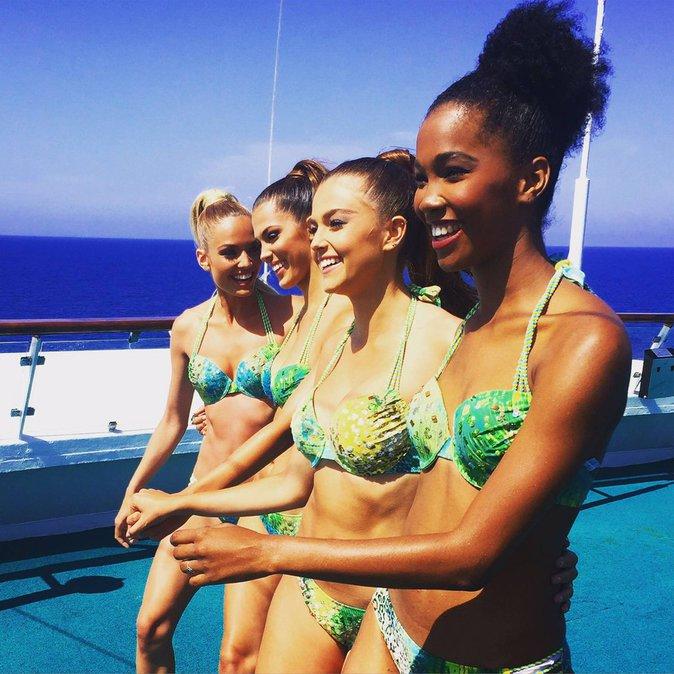Miss France 2016 en croisière : rayonnante et complice avec ses dauphines
