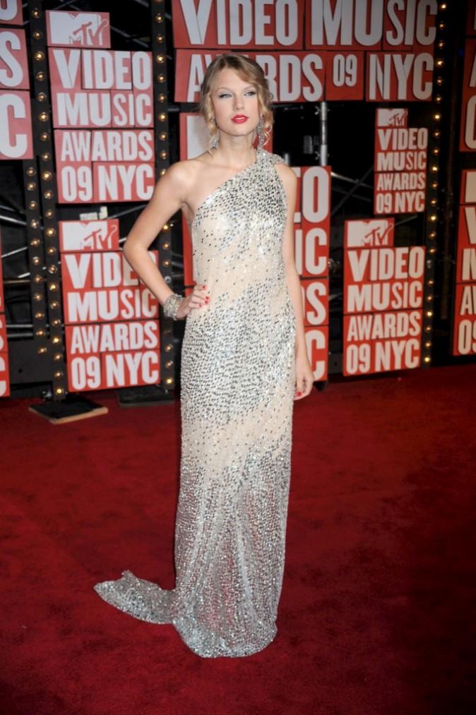 VMA 2009: Taylor est glamour jusqu'au bout des ongles !