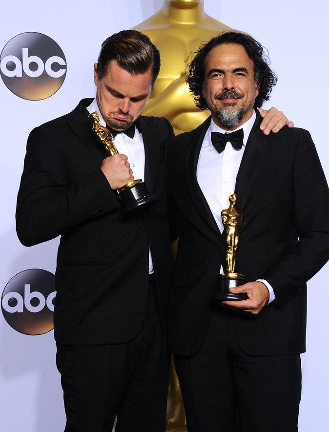 Leonardo Dicaprio et Alejandro Gonzalez Inarritu lors des Oscars 2016 à Los Angeles, le 28 février 2016.