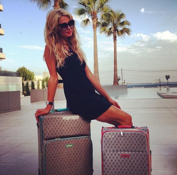 Paris Hilton : elle nous dévoile sa nouvelle collection de sacs à main !