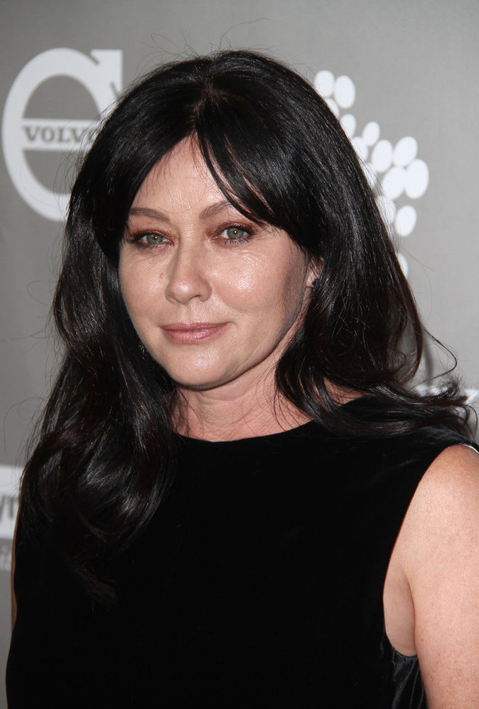 Photo : Atteinte d'un cancer, Shannen Doherty apparait fatiguée sur le tapis rouge