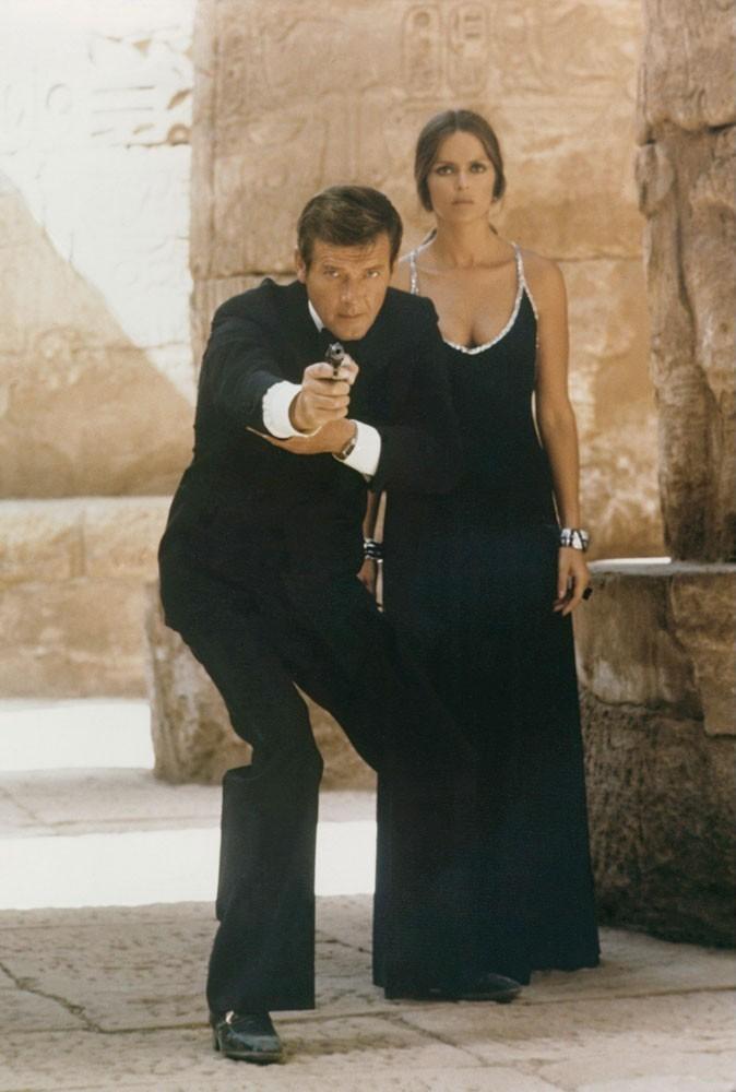 Photos : Barbara Bach et Roger Moore dans L'espion qui m'aimait