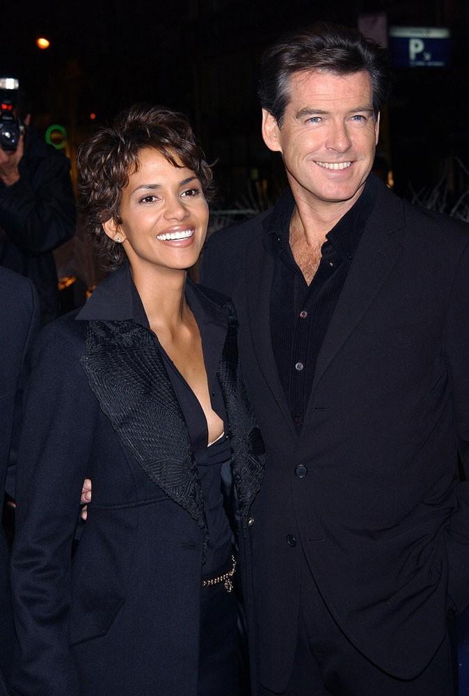 Photos : Halle Berry est la James Bond girl de Pierce Brosnan dans Meurs un autre jour