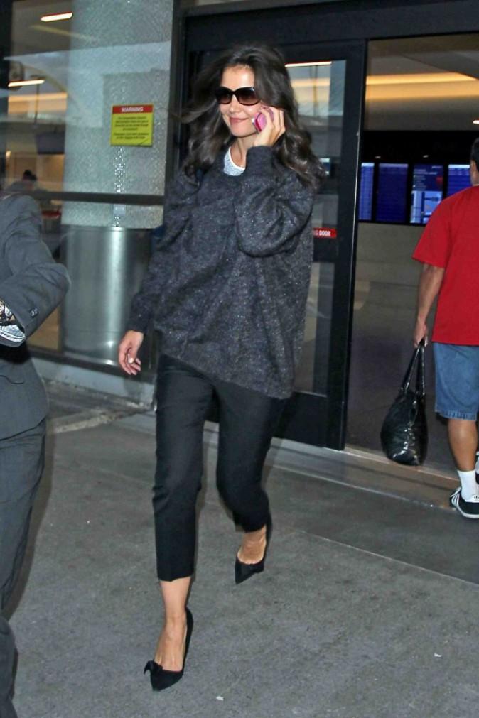 Katie Holmes : de très bonne humeur avec Suri en arrivant à Los Angeles !