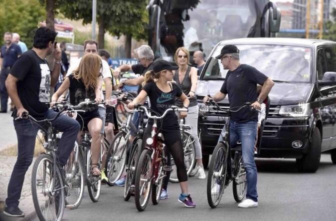 Shakira : Visite de Berlin à vélo avant d'aller soutenir son homme !