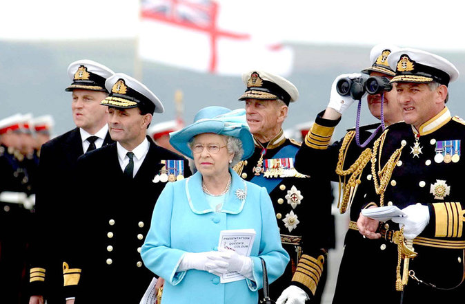 Elizabeth II, chef des armées du royaume