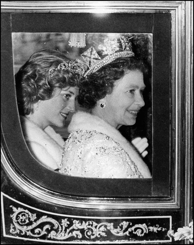 Elizabeth II durant le mariage de Charles et Diana