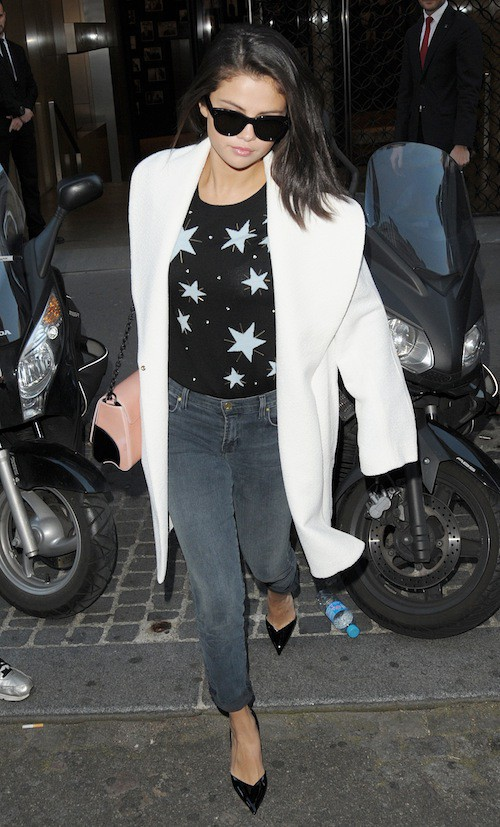 Photos : à Paris, Selena Gomez hésite entre le look diva ou pyjama party !