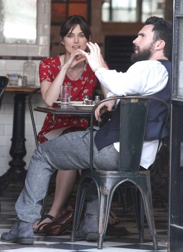 Keira Knightley et Adam Levine sur le tournage de Can a Song Save Your Life ? le 3 juillet 2012